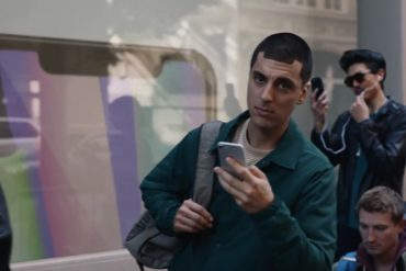 Samsung's advert mocks Apple fans