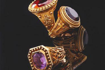 In Paris, men's rings galore !