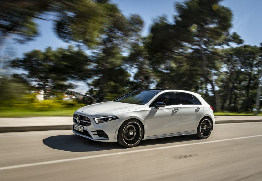 Mercedes-Benz A180 d AMG Line, digitalweiß / Leder zweifarbig classicrot/schwarz;Kraftstoffverbrauch kombiniert: 4,5-4,1 l/100 kmCO2-Emissionen kombiniert: 118-108 g/km*  Mercedes-Benz A180 d AMG Line, digital white / Leather two-tone classic red/black;Fuel consumption combined: 4,5-4,1 l/100 kmcombined CO2 emissions: 118-108 g/km*