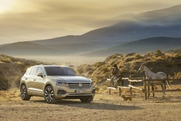 VW Touareg : big, super-practical and refined luxury SUV that comes loaded with clever technology!