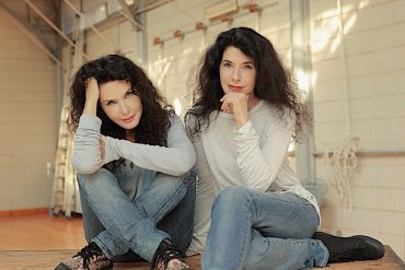 Katia & Marielle Labèque – Philip Glass: Les enfants terribles